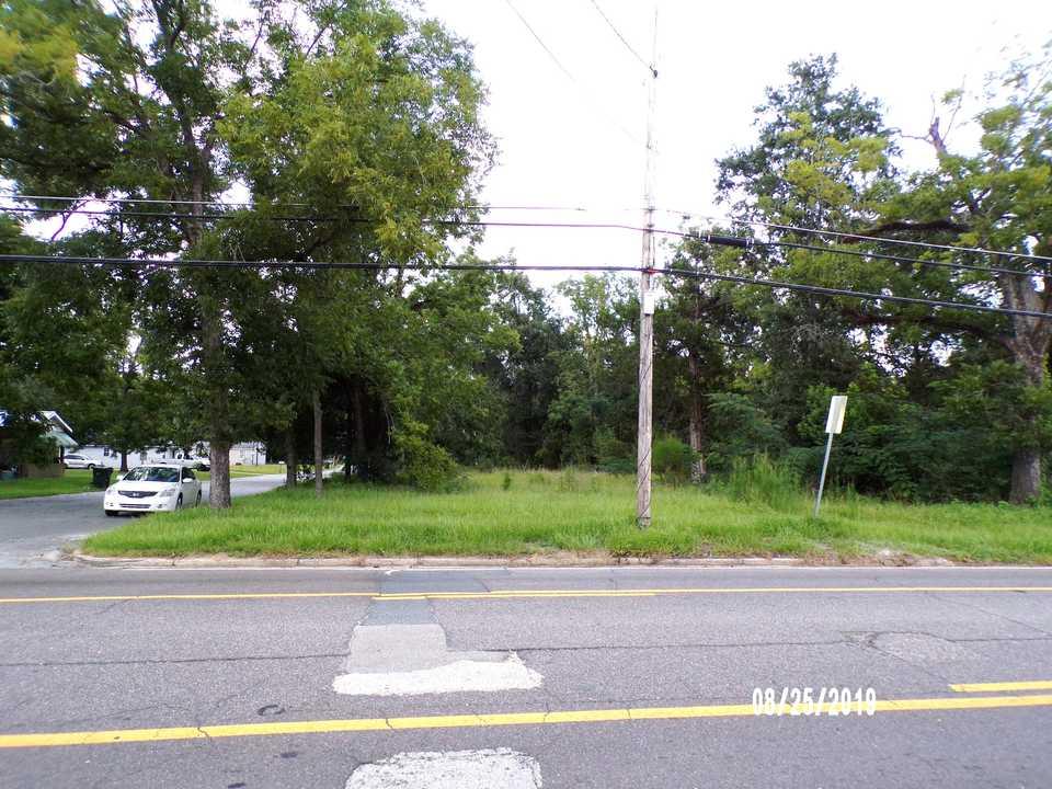 1046 Albany Ave. main image