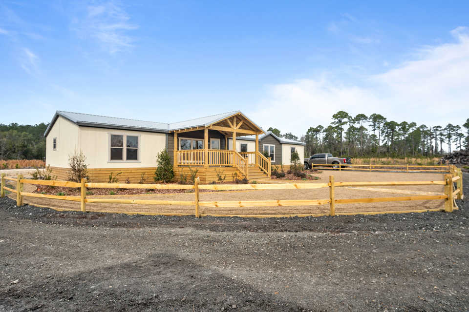 Home on 93 Acres in Jesup main image